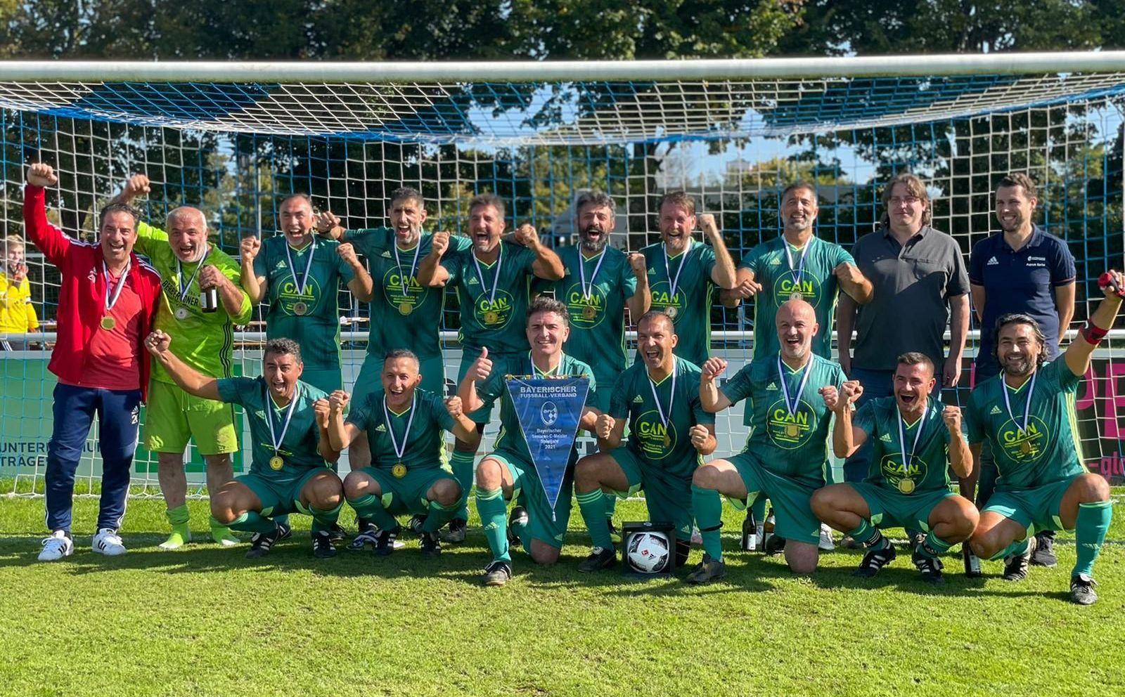 Türk Futbol Kulübü Gostenhof Veteranlar, FC.Bayern München Veteranlar takımını 2-0 yenerek şampiyon oldu.
